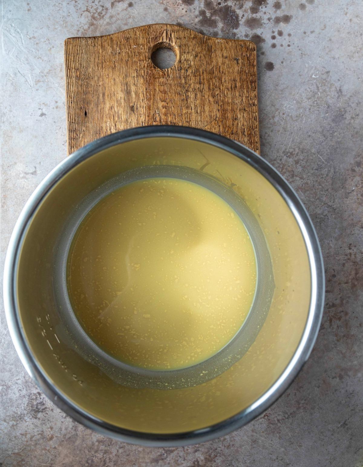 honey mustard sauce in an instant pot inner pot